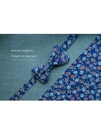 СТИЛЬНЫЙ ЦВЕТАСТОЙ ГАЛСТУК БАБОЧКА FLOWERS ON DARK BLUE