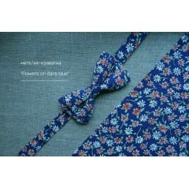 СТИЛЬНИЙ КВІТЧАСТИЙ МЕТЕЛИК FLOWERS ON DARK BLUE